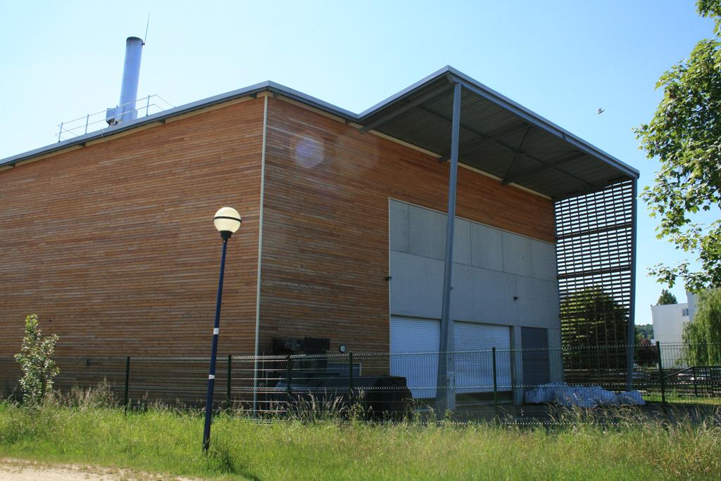 vue extérieur coté jardin chaufferie collective biomasse