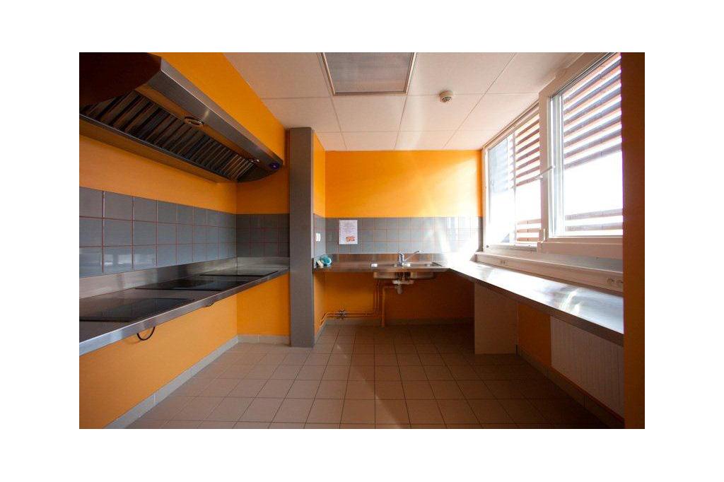 accueil Cuisine orange Résidence Universitaire Teilhard de Chardin à Reims