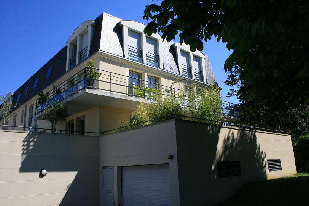 vue entrée du garage logements collectifs à Soissons